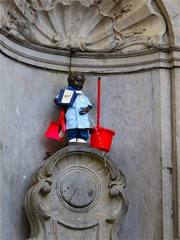 mannekin pis 24 hours in Brussels