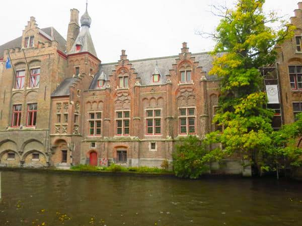 Buildings right on the water in Bruges