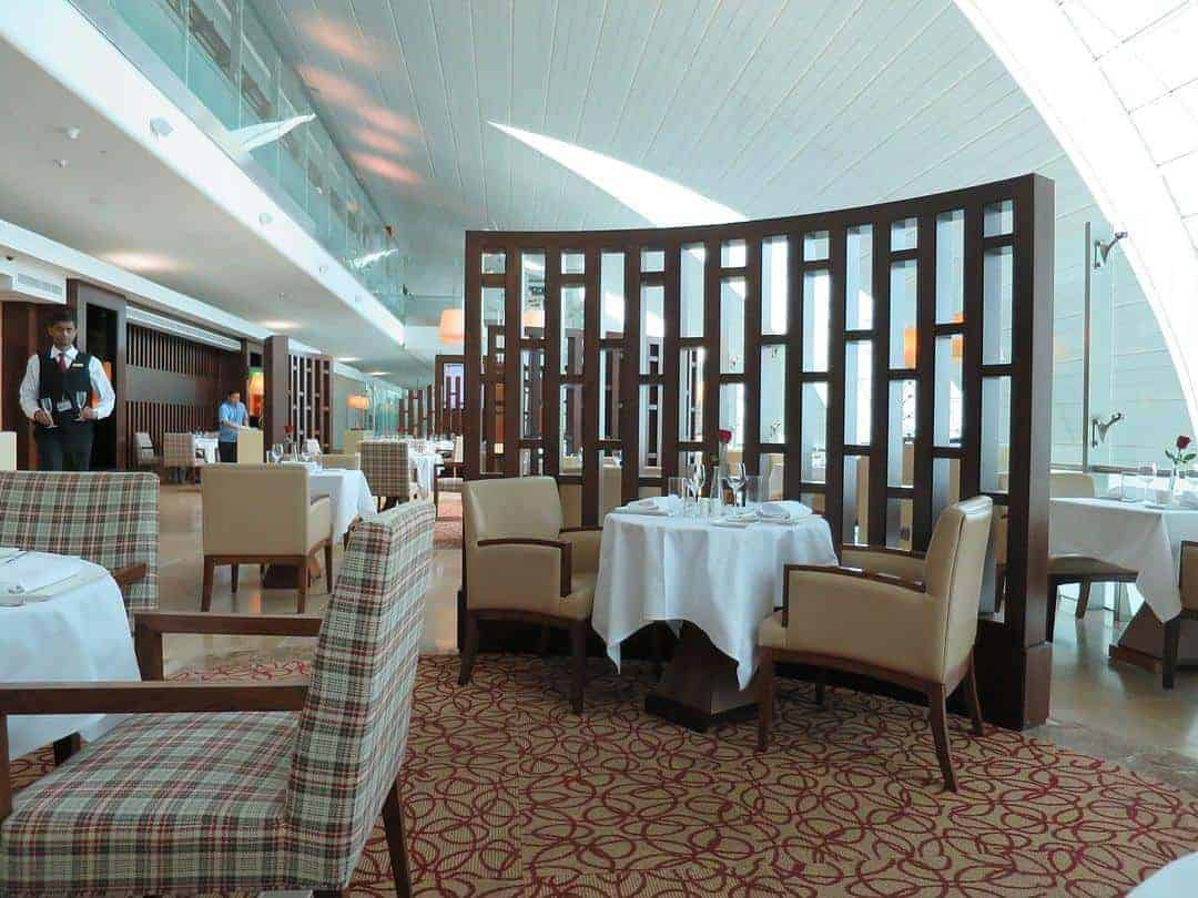 dining-room-frequent-flyer-experience-emirates-first-class-lounge-dubai