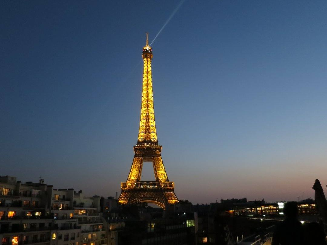 The light show on the Eiffel Tower