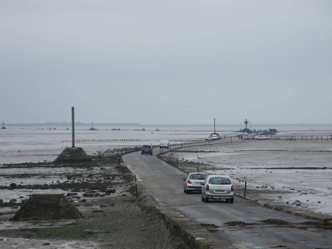 Cars crossing the passage du gois