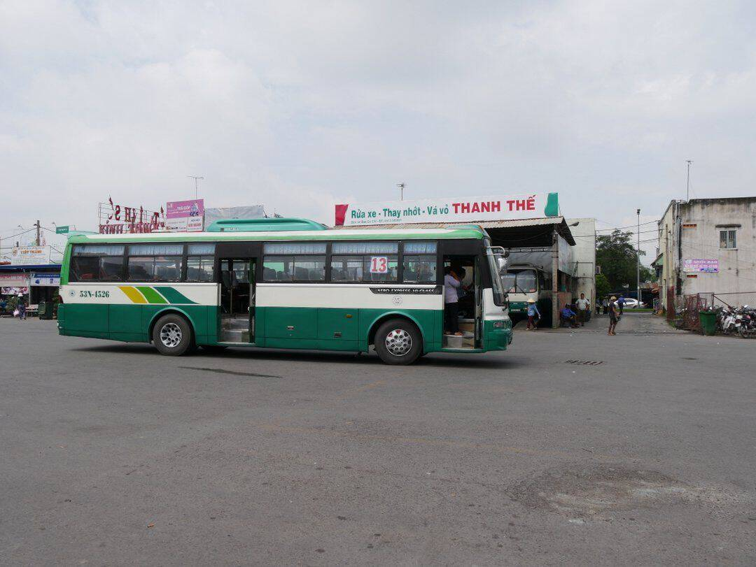 catching the bus to cuchi tunnels