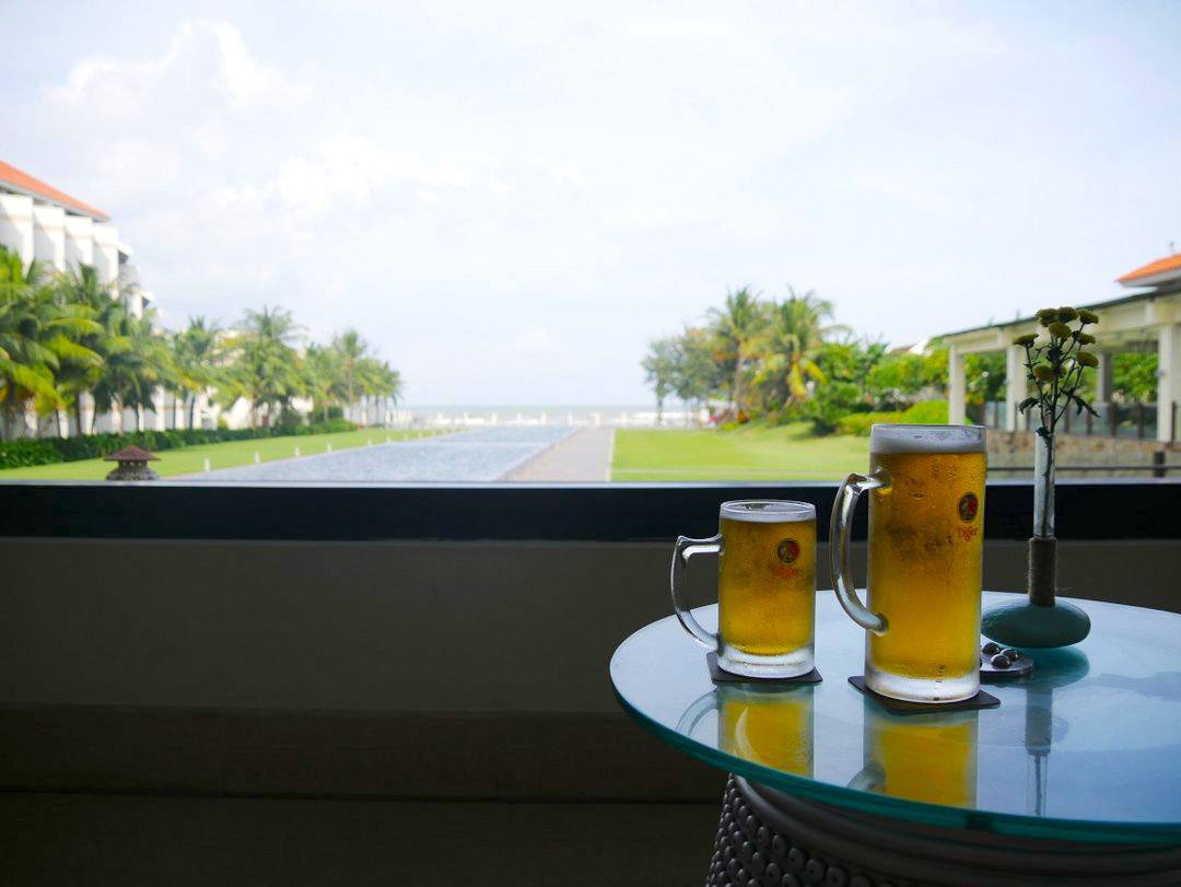 Infinity Bar Pullman Danang - great value luxury beach resort in Danang