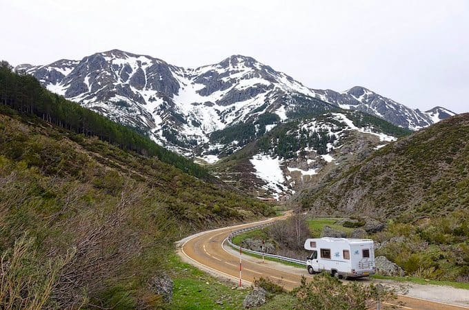 how-to-buy-an-rv-in-america-featured