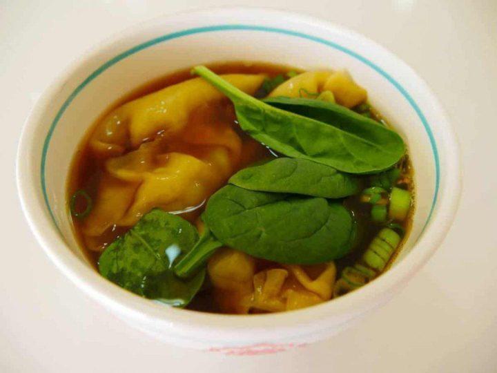 Making healthy pork dumplings in a chicken broth