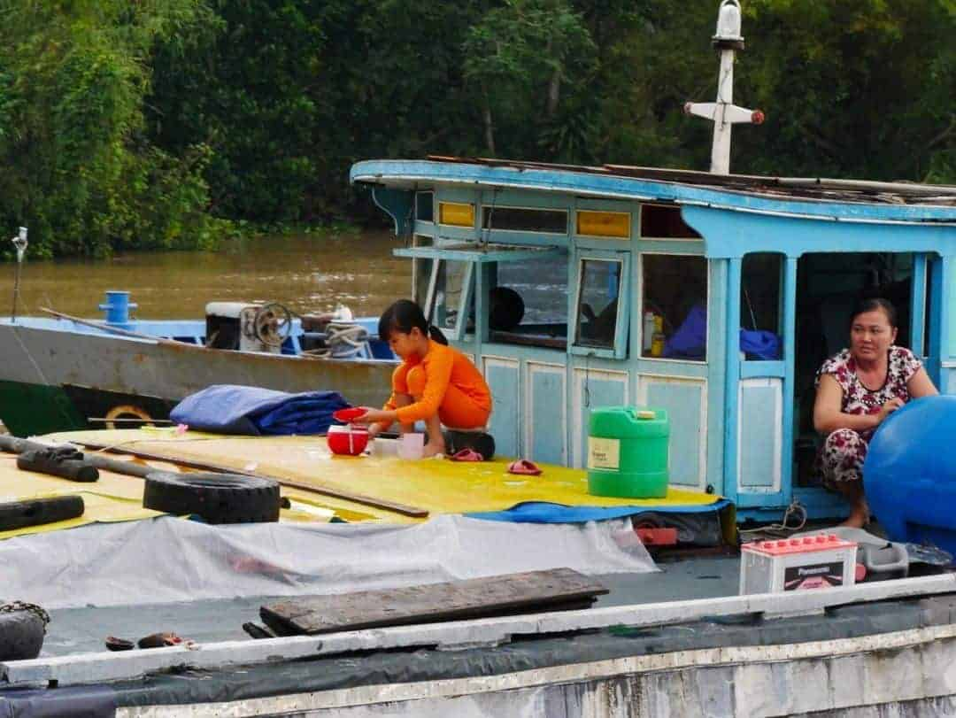 washing-up-on-board-mekong