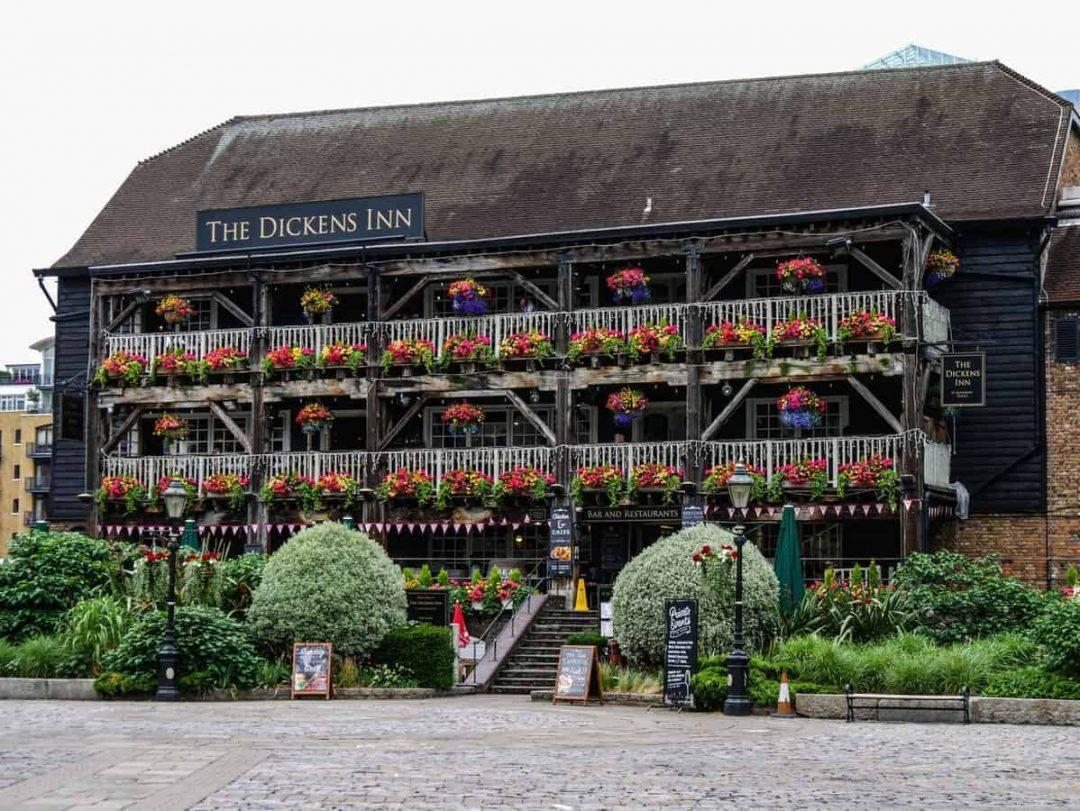 Historic pub and food tours in London. Explore 5 pubs in London's docks