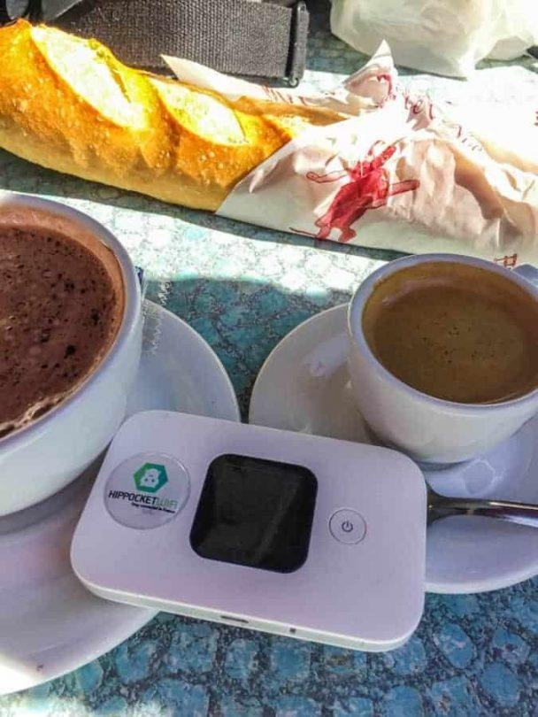Hip Pocket Wifi portable using in coffee shop
