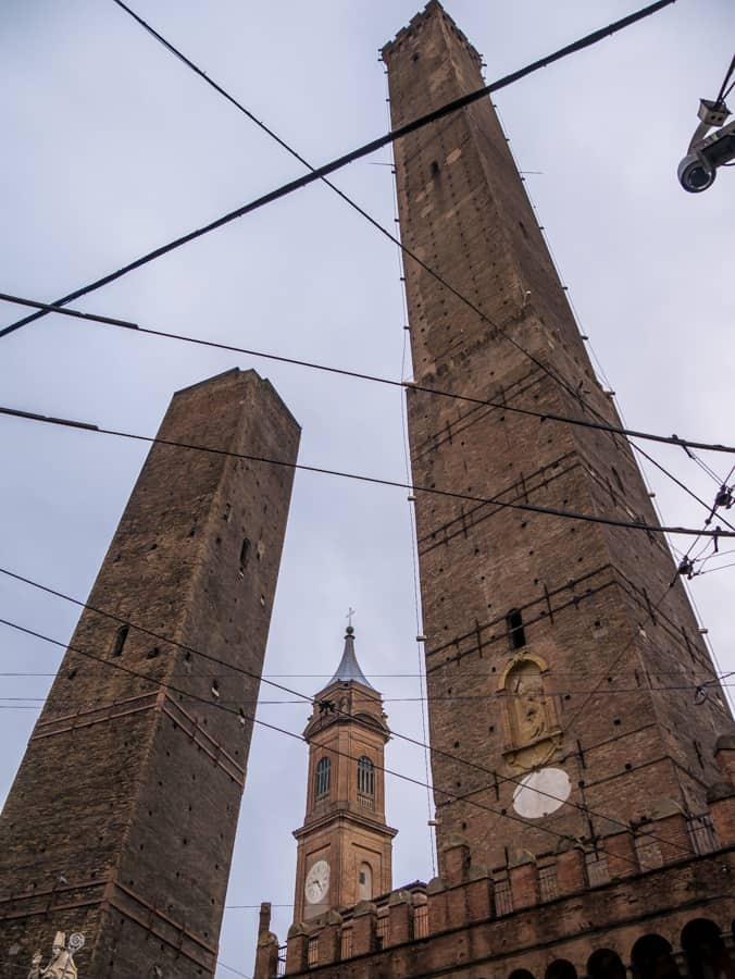 twin towers bologna