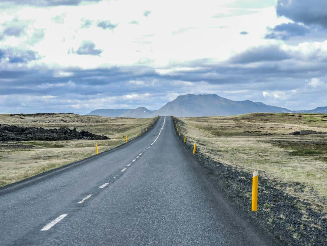 how to drive in Iceland paved roads