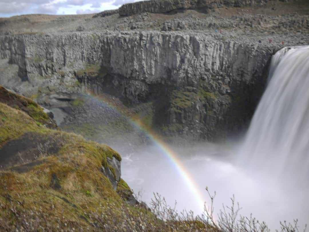 rainbows at dettifoss