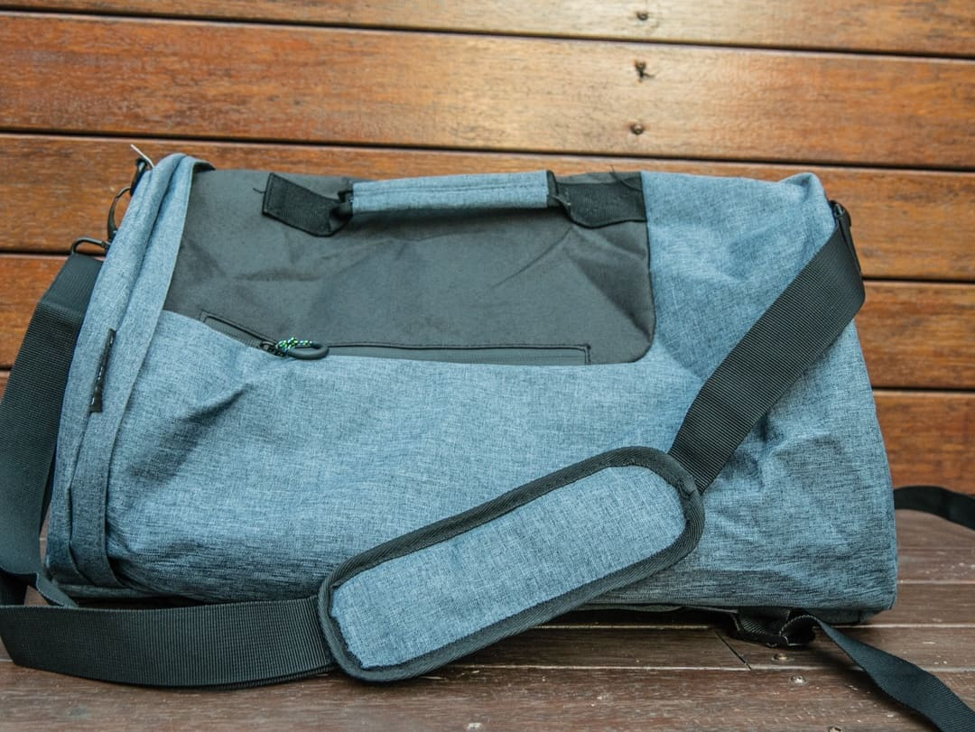 voyage travel bag with side strap