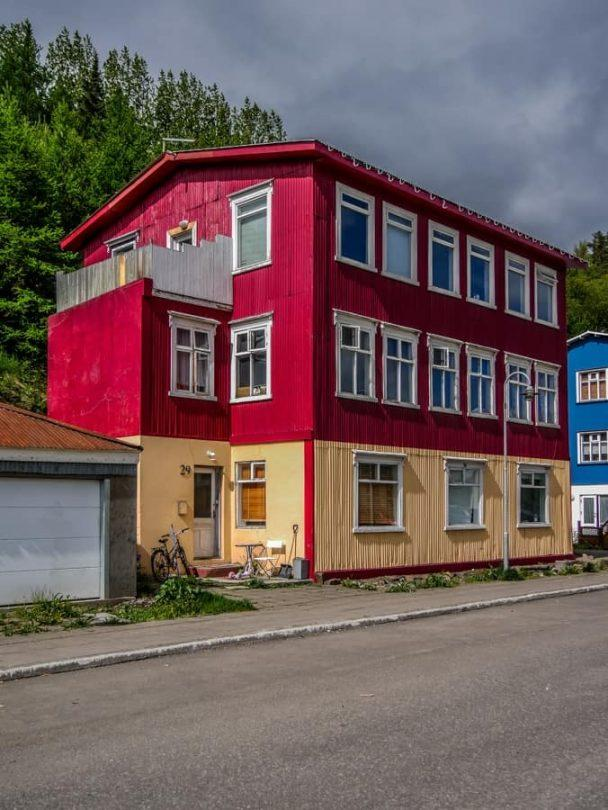 bright houses of akureyri