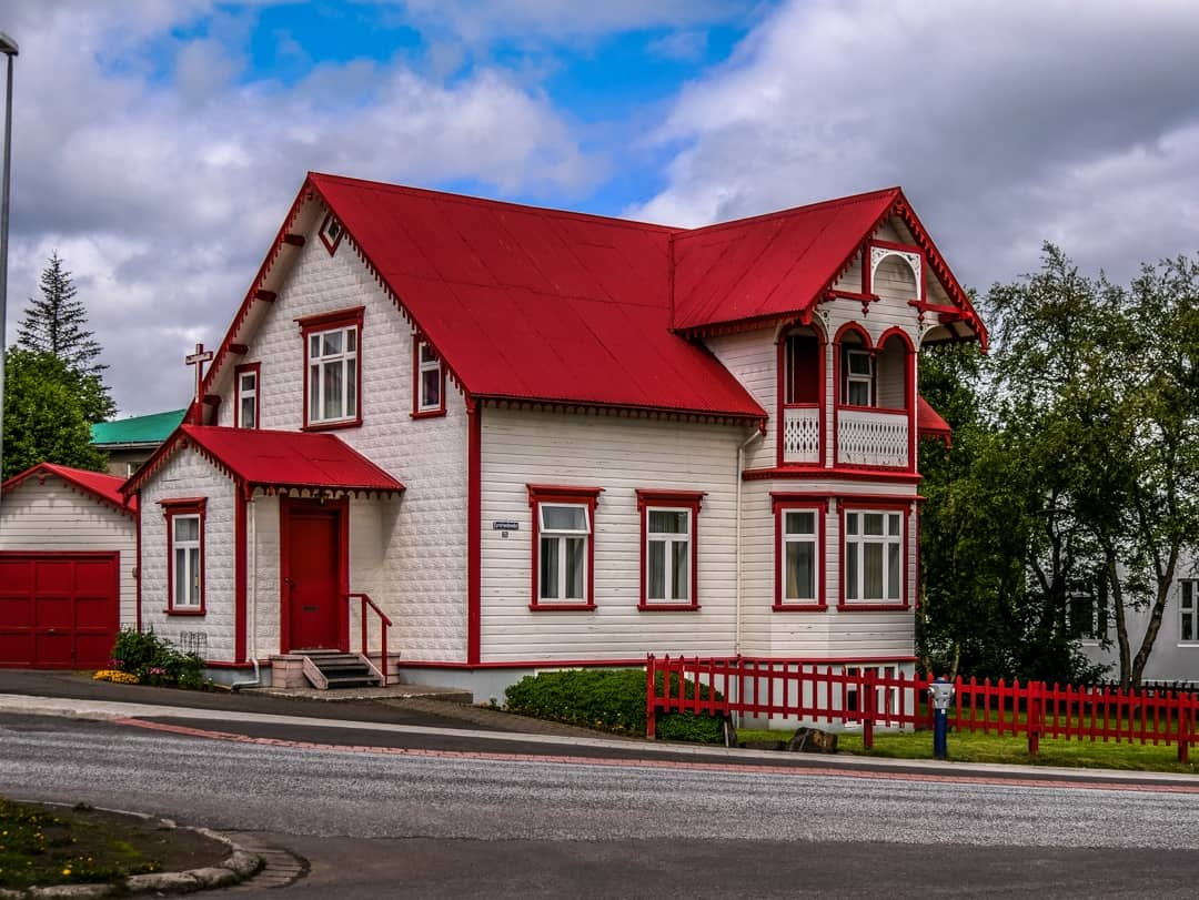 house on akureyri hill