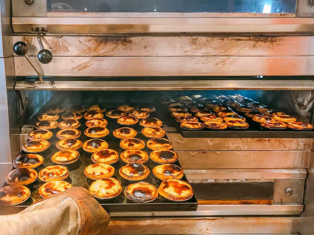 cooking pasteis