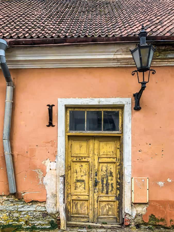 door toommpea hill
