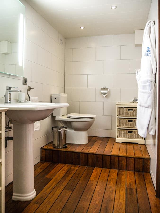 Dumas_bathroom