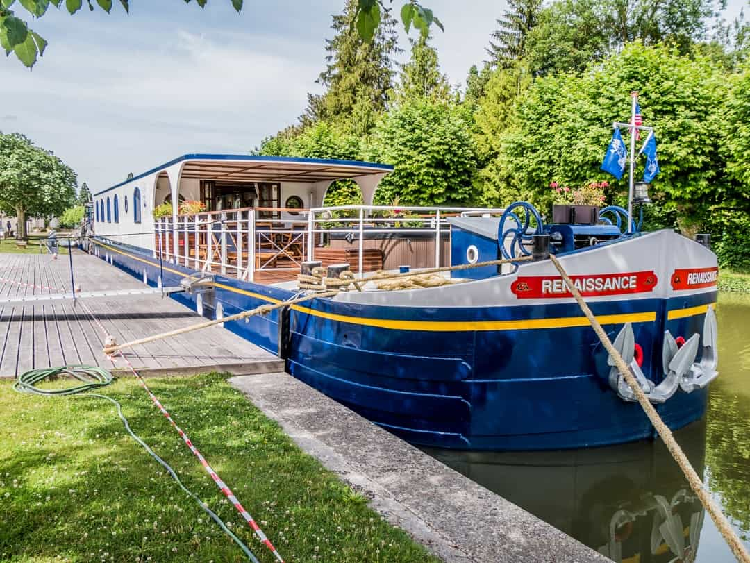 Longer view from front of barge at mooring montargis