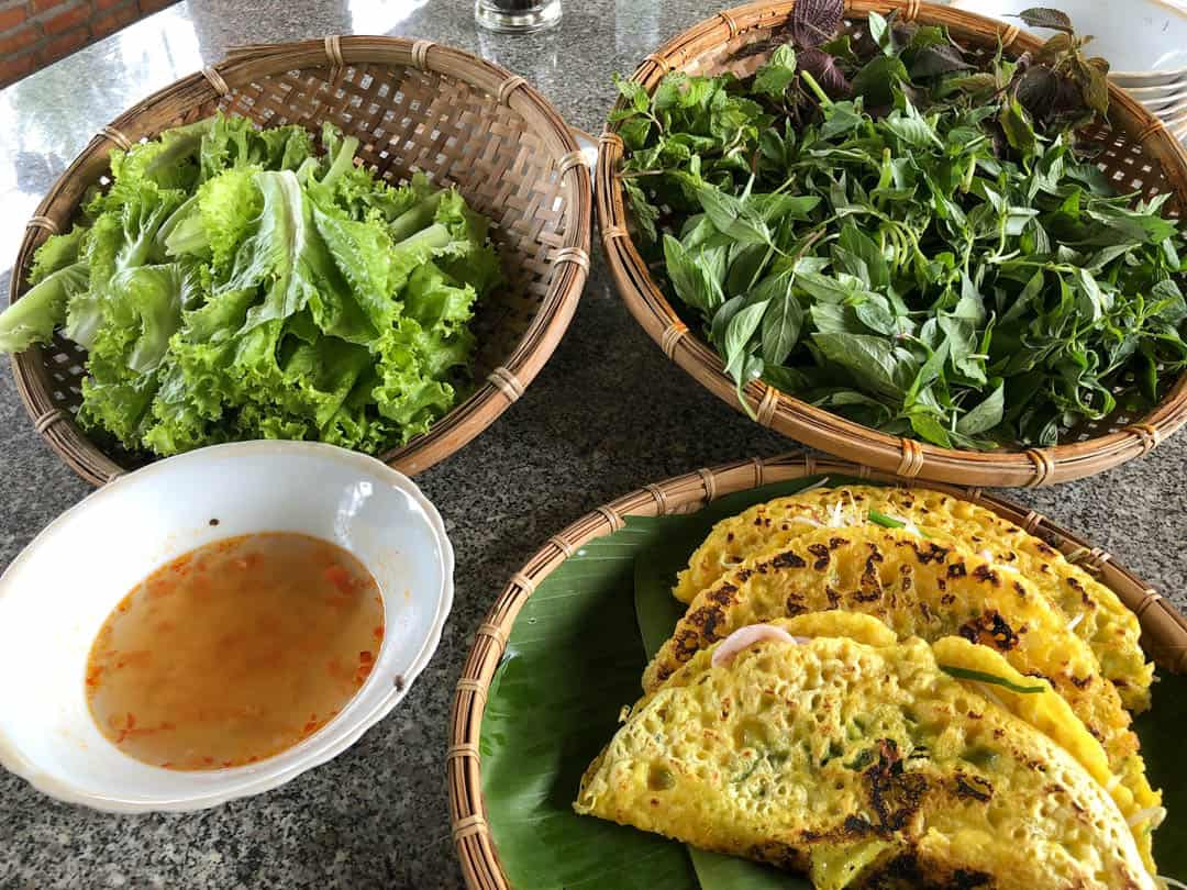banh xeo with extra salad and nuoc cham