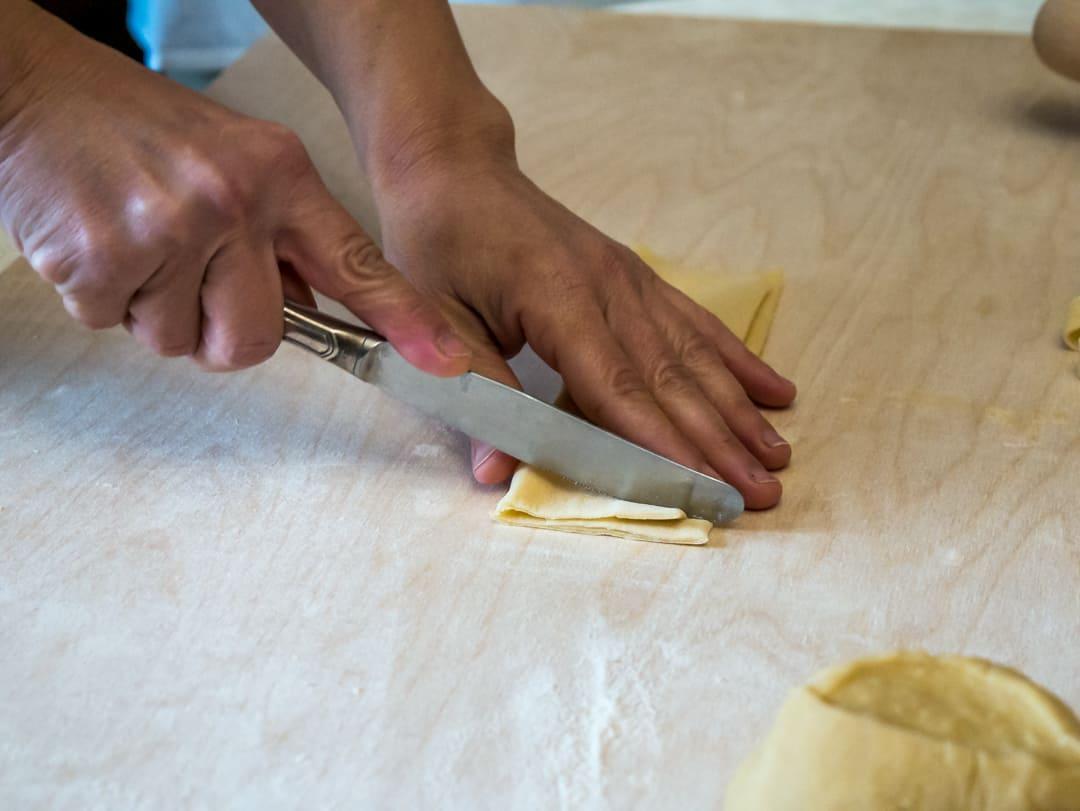 cutting taglietelle