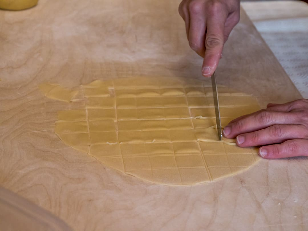 manual cutting tortelloni