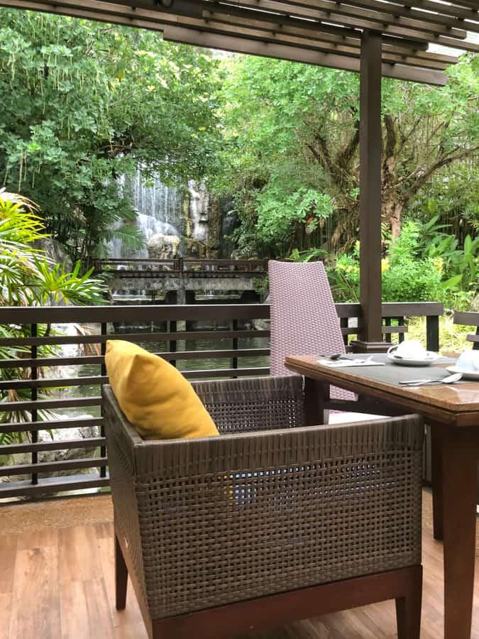 outside spots for breakfast