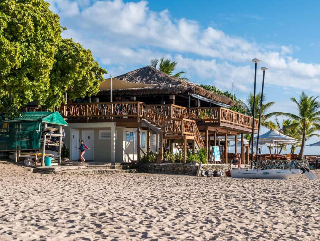 castaway island sundowner bar on a fiji family holidays