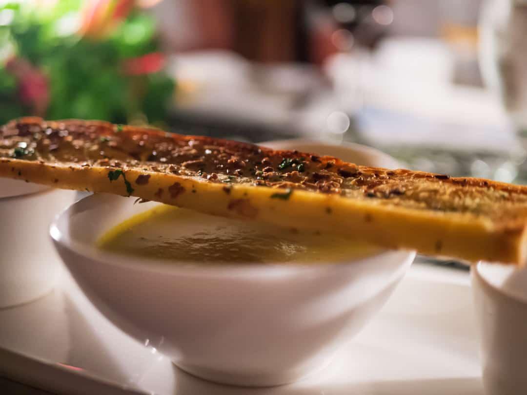 Creamy cinnamon spiced pumpkin soup with garlic bread