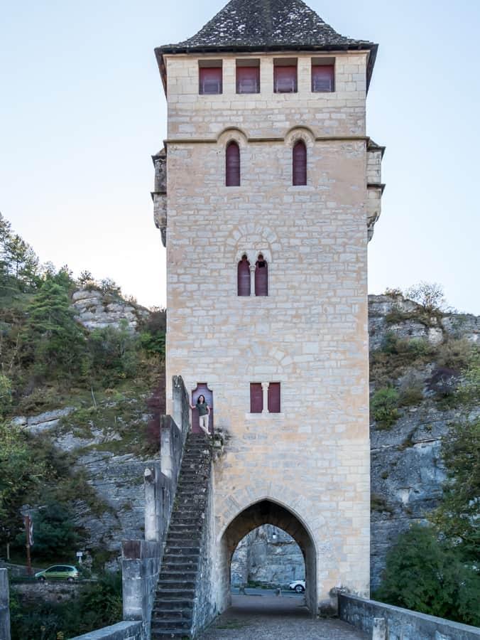 scale of Valentre Bridge