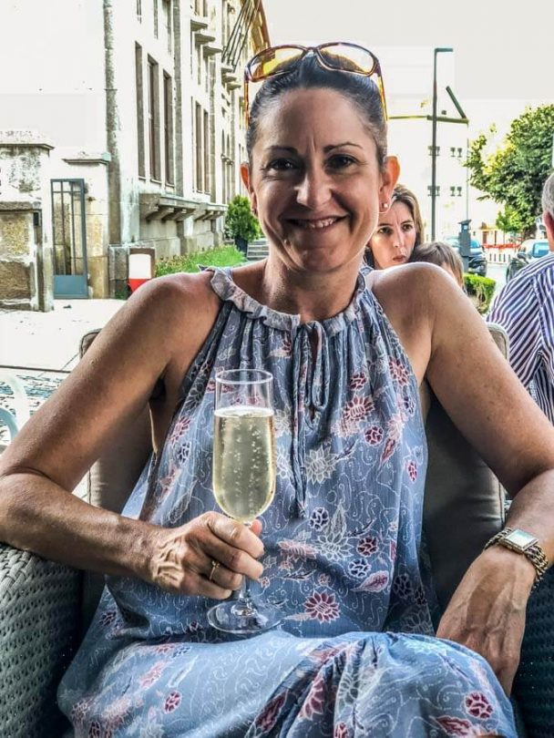 drinking sparkling wine in lamego