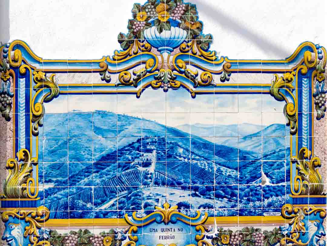 pinhao-train-station-mural