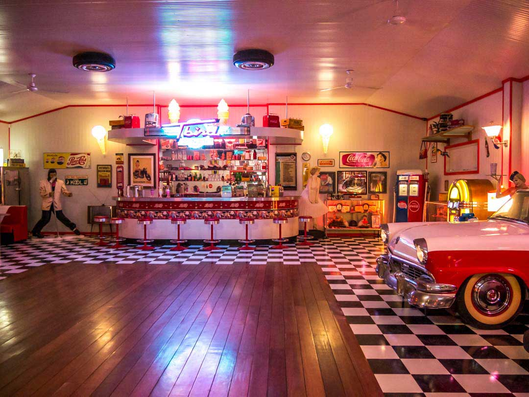 retro-diner-scottys-garage