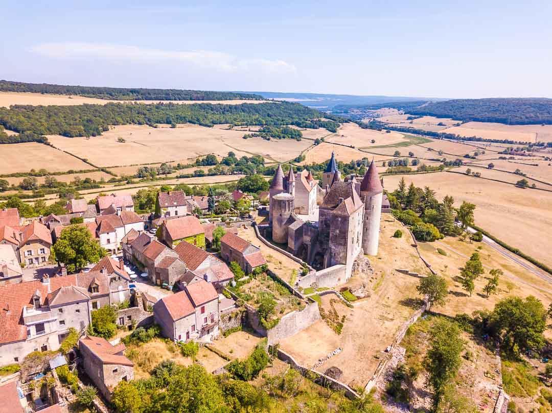 Châteauneuf-en-Auxois city shot of castle