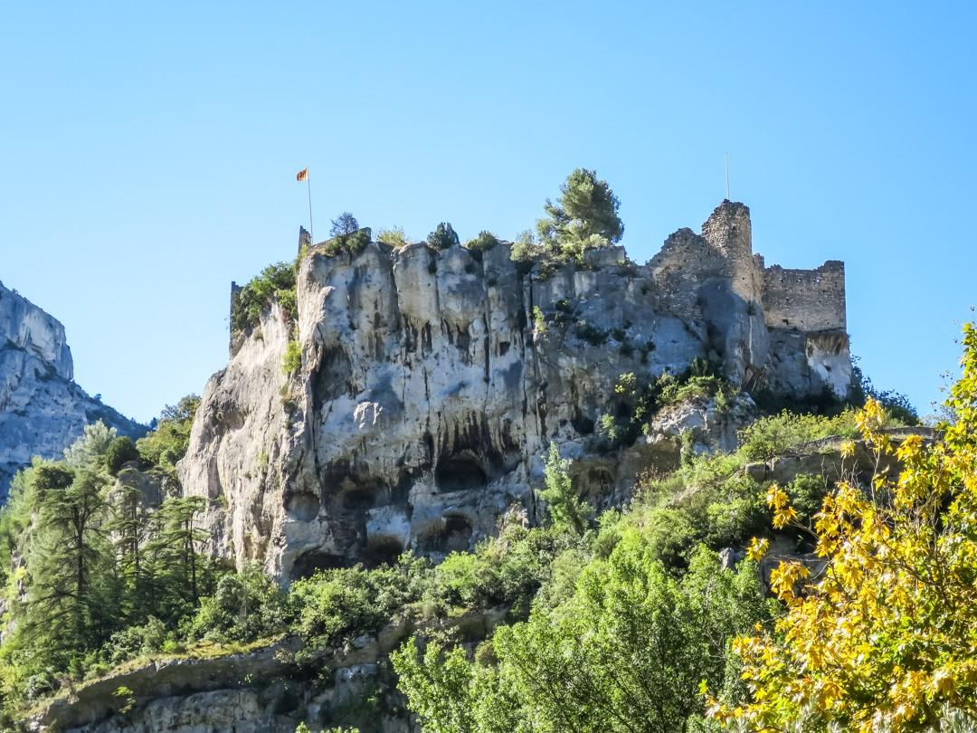fontaine de vaucluse Ruins of the XIV Bishops of Cavaillon castle