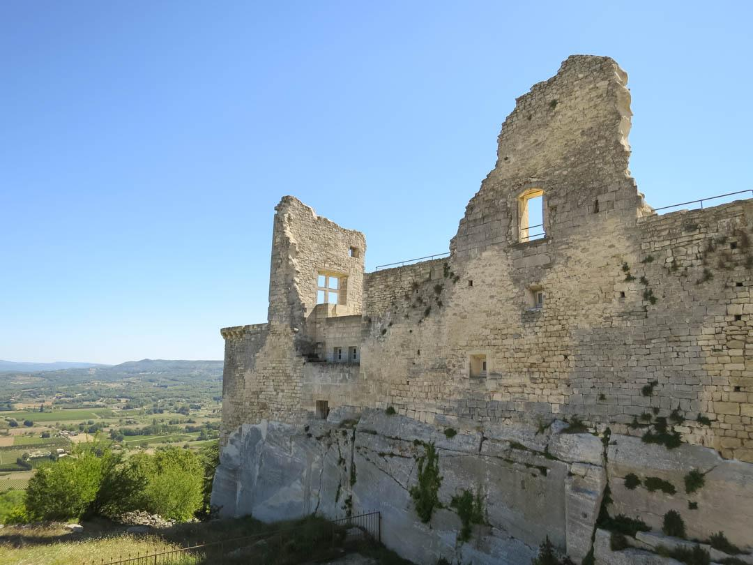 lacoste marquis de sade chateau ruins