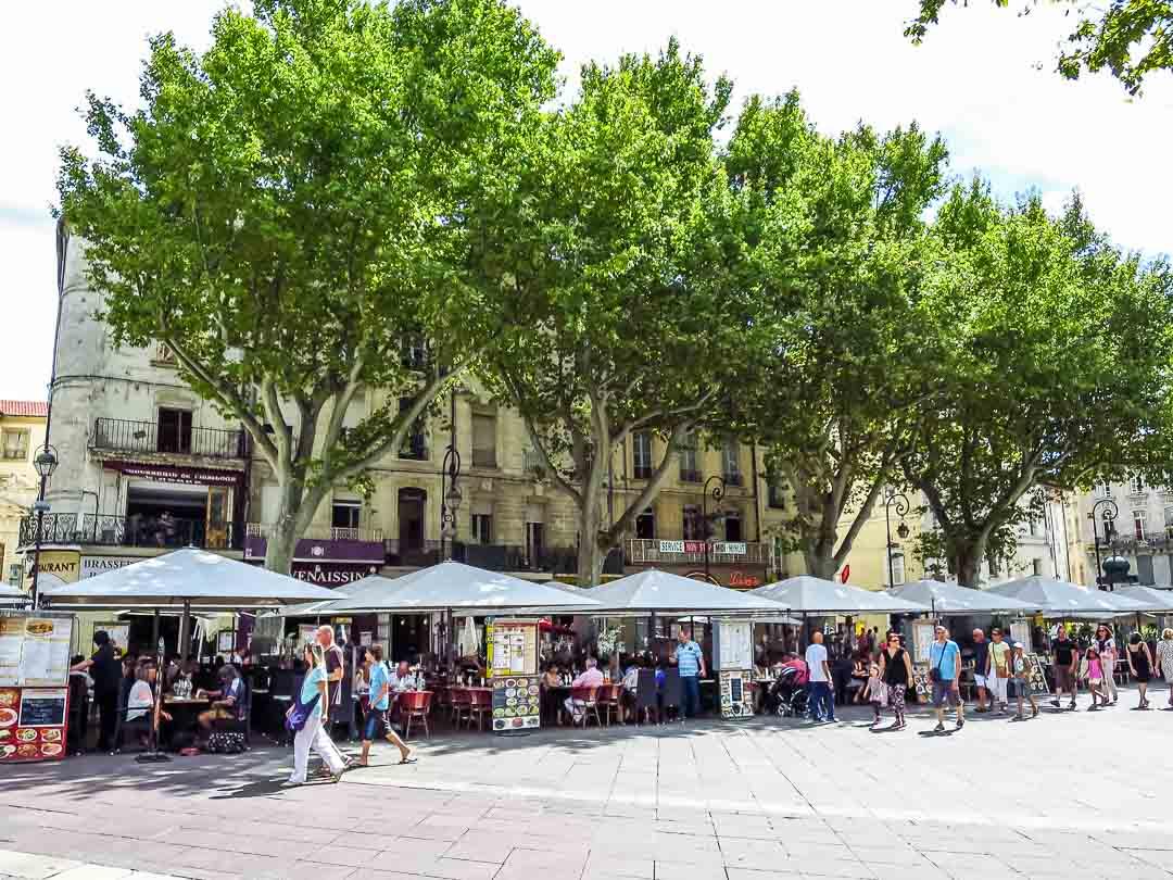 town square avignon